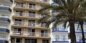 Les appartements de l'El Sorrall sont situés au bord de la plage à Blanes et sont disponibles d'avril à octobre. Tous comprennent un balcon privé avec vue imprenable sur la Méditerranée.