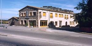 L'Hostal Mallorquines est un établissement à la gestion familiale créé en 1714. Il propose des chambres lumineuses dotées de la climatisation et d'une connexion Wi-Fi gratuite.