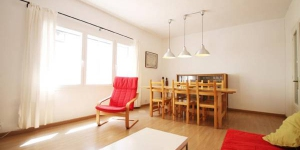 Perxel Apartment is a self-catering accommodation located in L'Escala. Accommodation will provide you with a seating area.