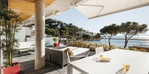 Doté d'une piscine extérieure commune et d'une terrasse privée avec vue sur la mer, le Vista Roses Mar - Canyelles Petites Platja est un appartement de bord de mer situé à 4 km de Roses. Cadaqués est accessible en 30 minutes de route.