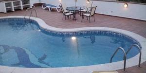 Situé dans un quartier résidentiel de L'Escala, à 3,8 km du centre, le CB4R Pescador dispose d'une piscine extérieure bordée de chaises longues et d'une terrasse avec un barbecue. Cet appartement est aménagé au rez-de-chaussée d'une maison de 2 étages.