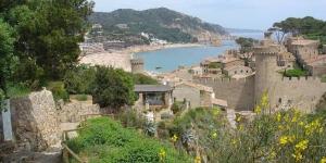 L'Apartment Lets Holidays Tossa de Mar Bernats propose une connexion Wi-Fi gratuite, la climatisation et une terrasse meublée. Situé à Tossa de Mar, l'appartement se trouve à 1 km du château de la ville.