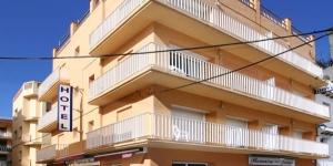 L'Hotel Bonaire est situé à 50 mètres de la plage dans le petit village de pêcheurs de L'Escala, sur la Costa Brava. Ses chambres sont climatisées et dotées d'une connexion Wi-Fi gratuite.