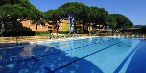 Situés sur la plage de Pals, sur la Costa Brava, ces appartements bénéficient d'un accès direct au parcours de golf de Pals. Le complexe propose une piscine extérieure, des courts de tennis et des réductions sur les green fees.