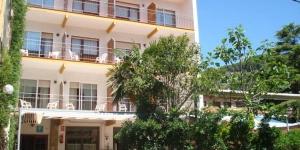 Le Raco de Mar dispose d´un accès facile à la plage de l'Estartit, qui se trouve à seulement 200 mètres. Cette petite maison d'hôtes dispose de chambres avec des balcons et une terrasse.