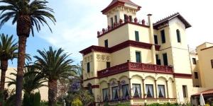 L'Hostal del Sol occupe un manoir moderniste du XIXe siècle dans la ville paisible de Sant Feliu de Guixols. Il possède plusieurs piscines, un bar avec une terrasse et un hotspot Wi-Fi gratuit.