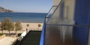 Le Marian Platja est un hôtel à la gestion familiale, doté d'un accès direct à la plage de Roses et à la promenade en bord de mer. Il propose une piscine extérieure et un bar pourvu d'une terrasse près de la plage.