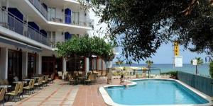 Cet hôtel à gestion familiale est implanté dans un endroit splendide et tranquille de la baie de Palomos, sur la Costa Brava. Il donne sur les eaux cristallines de la Méditerranée.