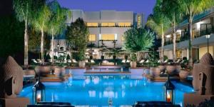 L'impressionnant hôtel Alva Park Costa Brava comprend un spa de luxe ainsi qu'une piscine extérieure. Situé à 80 mètres de la plage de Lloret de Fenals, il propose des suites spacieuses dotées d'une chaîne hi-fi Bang & Olufsen et d'une télévision à écran plat.