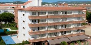 Situé à seulement 100 mètres de la plage de Fenals, ce petit complexe propose une piscine extérieure et un restaurant méditerranéen avec terrasse. Les appartements sont dotés d'un balcon, d'une télévision à écran plat et d'une connexion Wi-Fi gratuite.