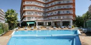 Lloret de Mar: séjournez au cœur de la ville  L'Hotel Acapulco propose une piscine et un bain à remous extérieurs. À 500 mètres du centre-ville animé et de la plage de Lloret de Mar, il vous accueille à 5 minutes de marche de la gare routière.