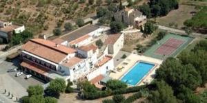 L'Hotel La Masia est situé à Pont de Molins, dans la pittoresque région de l'Empordà. Il dispose d'une piscine extérieure.