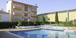 Le RVHotels Apartamentos Del Sol se trouve à moins de 1 km de la plage de l'Estartit, sur la Costa Brava. Ses appartements disposent d'un balcon privé, d'une piscine extérieure et d'une terrasse.