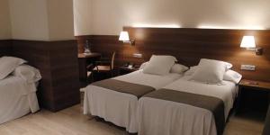 L'Hotel Ronda Figueres est un établissement à la gestion familiale situé à 1 km du centre de Figueres, ville natale de l'artiste Salvador Dalí. Il vous propose une connexion Wi-Fi gratuite dans toutes ses chambres et dans ses parties communes.