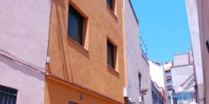 Lloret de Mar: séjournez au cœur de la ville  Lumineux et climatisés, ces appartements sont situés à seulement 300 mètres de la plage, dans le centre de Lloret de Mar. Chaque appartement de l'Apartaments Sant Lluís dispose d'une cuisine américaine équipée d'une plaque vitrocéramique, d'un lave-vaisselle et d'un lave-linge.