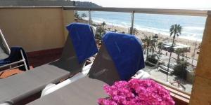 Lloret de Mar: séjournez au cœur de la ville  Récemment rénové, cet hôtel moderne est situé dans le centre de Lloret De Mar, à seulement 45 mètres de la plage de Playa Lloret. L'Hotel Metropol dispose de chambres climatisées et lumineuses dotées d'une connexion Wi-Fi gratuite.