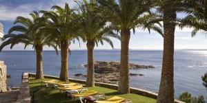 L'Almadraba Park Hotel est un hôtel bien équipé situé dans un cadre naturel magnifique : le parc naturel du cap de Creus, l'un des parcs les plus étendus et les mieux préservés de Catalogne. Profitez d'un séjour paisible au sein de l'établissement Almadraba Park, dont les chambres simples, spacieuses et climatisées sont dotées d'une radio et d'une télévision par satellite, pour votre confort et votre tranquillité.