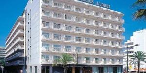 Lloret de Mar: séjournez au cœur de la ville  L'hôtel Helios Lloret se trouve dans le centre de Lloret de Mar, à seulement 150 mètres de la plage de Lloret. Il dispose d'une terrasse et de chambres climatisées avec un balcon, un téléviseur et une salle de bains privée.