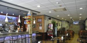 Lloret de Mar: séjournez au cœur de la ville  Situé à 200 mètres de Lloret de Mar, le Pension El Amigo possède des chambres avec une télévision par satellite à écran plat. Cette maison d'hôtes à la gestion familiale abrite un café-bar climatisé.