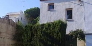 Cette villa simple et traditionnelle est située à 100 mètres du bord de la plage du Rec à Empúries. Elle propose un hébergement calme et confortable avec deux terrasses, à 2 km du centre de L'Escala.