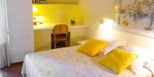 L'Apartment Capanema est situé sur la promenade de Platja d'Aro, à seulement 10 mètres de la plage. Cet appartement lumineux possède 3 chambres et une terrasse privée avec vue sur la mer.