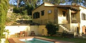 L'établissement Villa Can Bo Begur est situé sur une colline aux abords de Begur, à seulement 10 minutes de route des plages de la Costa Brava. Le jardin de cette villa moderne dispose d'une piscine privée et d'une vue magnifique.